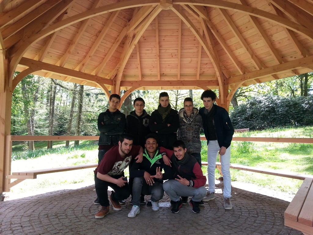 Kiosque En Bois Hexagonal un kiosque en bois au parc de la gaudinière | lycée michelet